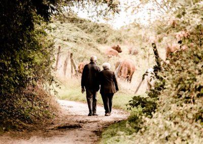 se promener à la campagne